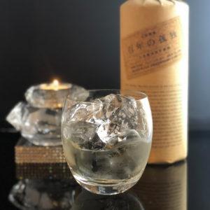 bar7557で人気の百年の孤独 ロック1000円お酒の写真です。