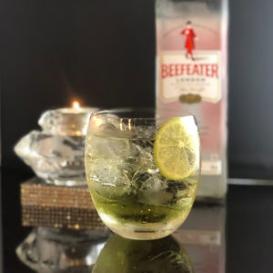 bar7557で人気のジントニック800円のお酒の写真です。
