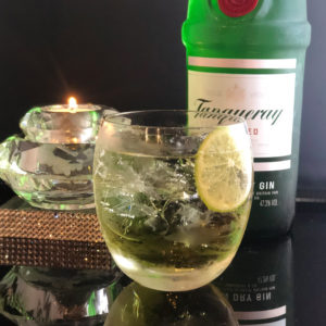 bar7557で人気のタンカレージントニック800円のお酒の写真です。